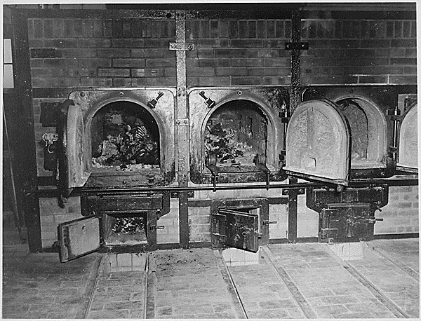 20060812034833!Bones_of_anti-Nazi_German_women_still_are_in_the_crematoriums_in_the_German_concentration_camp_at_Weimar,_Germany