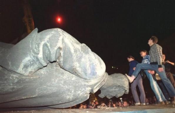 Jubilant Russians Toppling Founder Of Homeland Security In USSR Felix Dzerzhinsky.