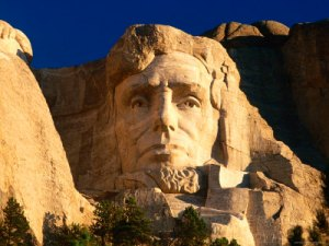 giant-head-of-president-abraham-lincoln-at-mount-rushmore-national-memorial-photographic-print-19177872