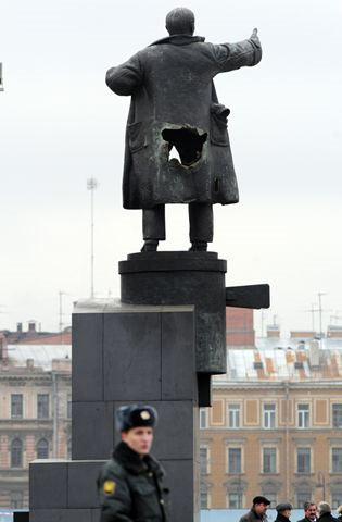 People Of Russia didn't like centralizing their hard earned cash to the Banking Cabalists ~ Lenin with a big hole in his ass.