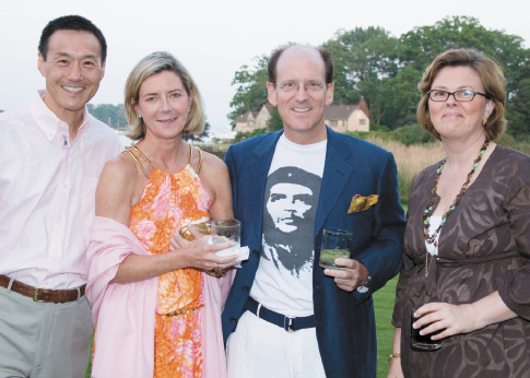 AIG Officials Sporting Che Guevara And Celebrating Their Multi-Million Dollar  Bonus Checks – Bailouts Are Nice Eh?