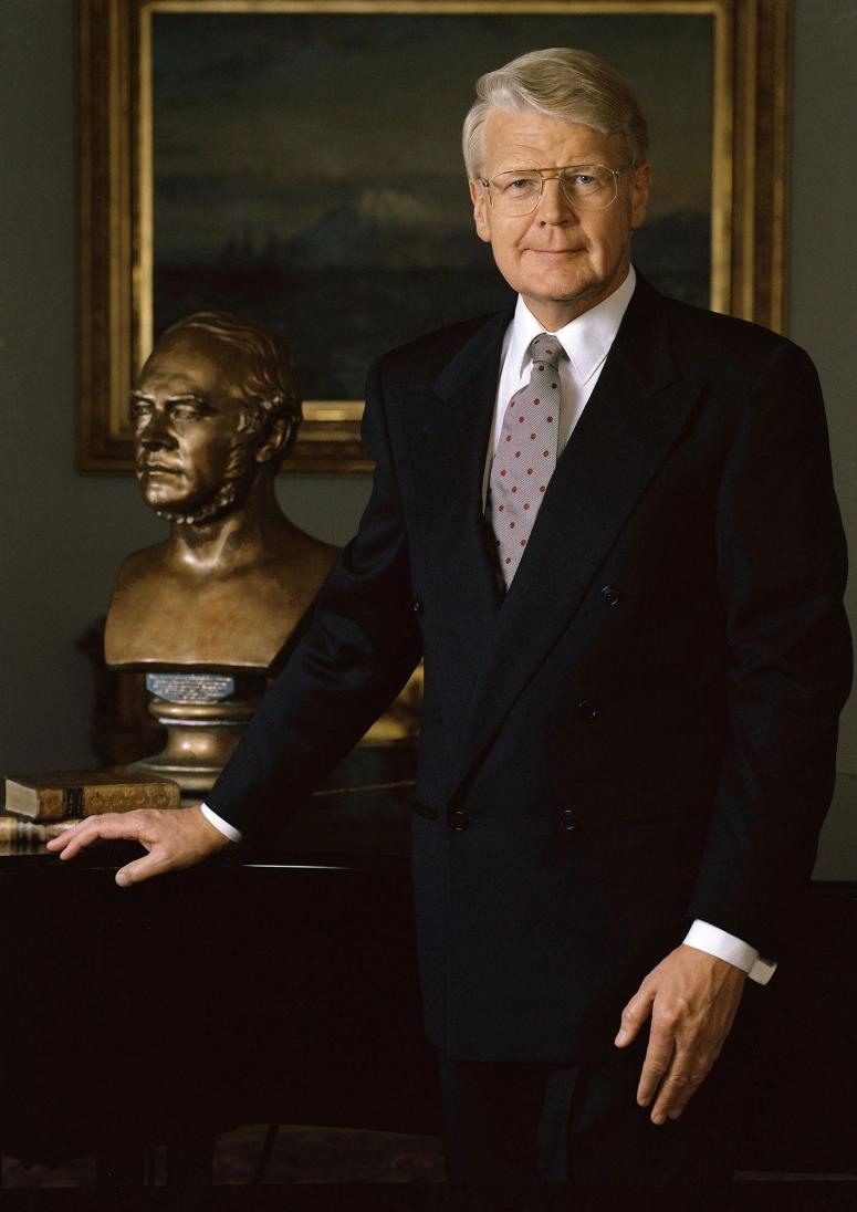 President Of Iceland Ólafur Ragnar Grímsson Arrests 10 Rothschild Bankers.