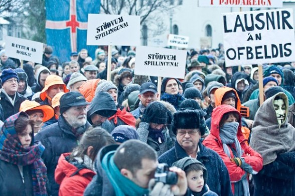 iceland-banksters-protests-e1329909501335