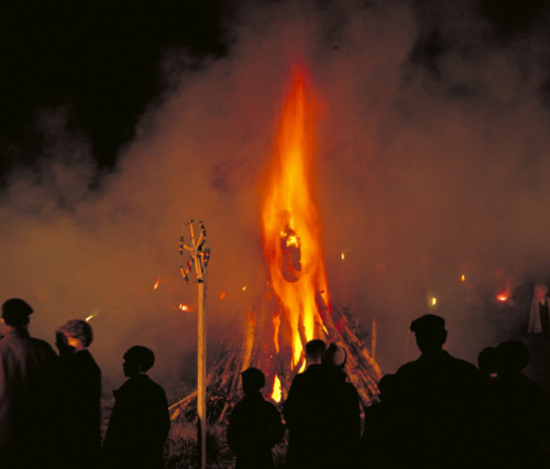 England's National Holiday ~ The Burning Of Guy Fawkes Effigy Night. General George Washington Outlawed This Anti-Catholic practice by puritans.