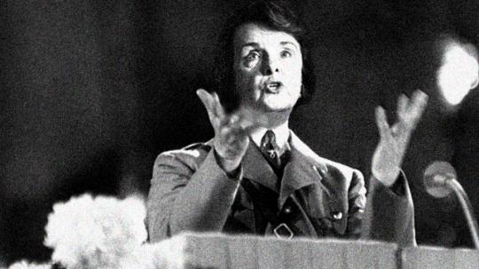 Frau Feinstein gesticulates from a podium during a speech, U.S..  (Photo by PVC)