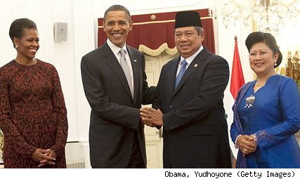 Michelle & Barry Soetoro With President Susilo Bambang Yudhoyono & His Wife.