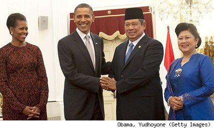 Michelle & Barry Soetoro With President Susilo Bambang Yudhoyono & His Wife.