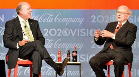 Muhtar Kent (left), chairman and chief executive officer of Coca-Cola Co., and Warren Buffett, Berkshire Hathaway Inc.