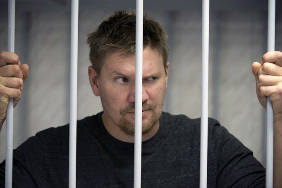 activist Anthony Perret from the United Kingdom at the Leninsky district Court of Murmansk. (AFP Photo/Dmitri Sharomov)
