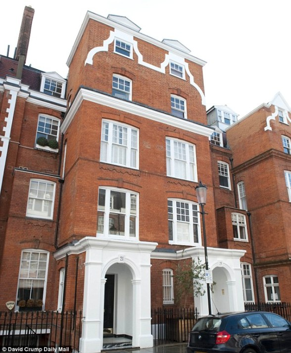 Location: The body of William 'Bill' Broeksmit, 58, was found at his home in South Kensington, central London Read more: http://www.dailymail.co.uk/news/article-2547343/Former-executive-Deutsche-Bank-hanged-Kensington-home
