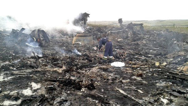 Emergencies Ministry members work at the site of a Malaysia Airlines Boeing 777 plane crash, July 17, 2014
