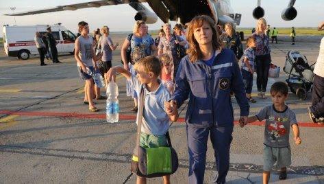 EMERCOM aircraft carrying Ukrainian refugees arrives in Russia's Chelyabinsk