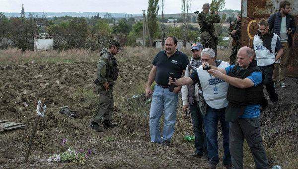 OSCE observers at a mass burial site in the village of Nizhnaya Krynka.
