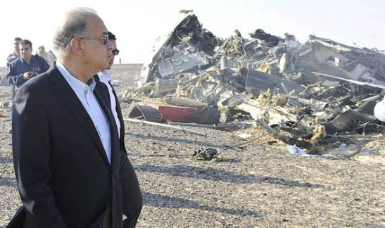 Egyptian Prime Minister Sherif Ismail visits the crash scene