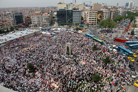 Demonstrators protest against Israel at Taksim Square in İstanbul